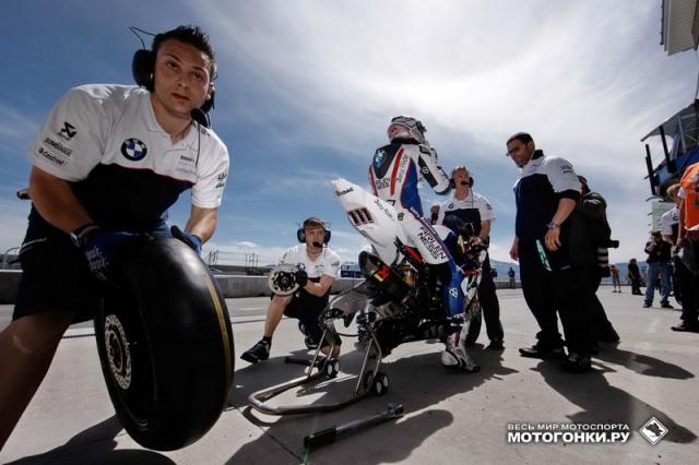 BMW Motorrad на пит-лейне