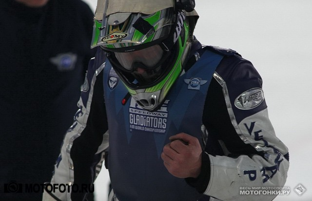 FIM Ice Speedway Gladiators 2015 RD1 Krasnogorsk: Harald Simon & Gunter Bauer collision