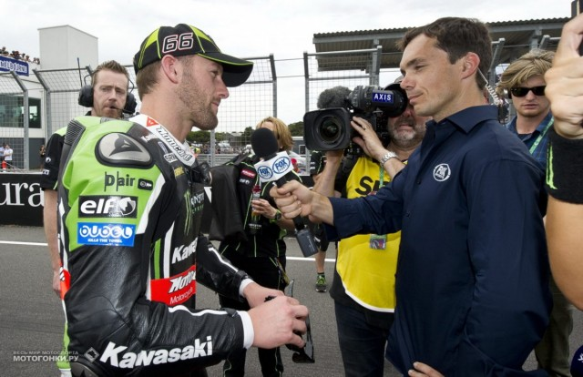 WSBK 2015 - 1st round - Phillip Island: Chris Vermeulen interviewing sad Tom Sykes