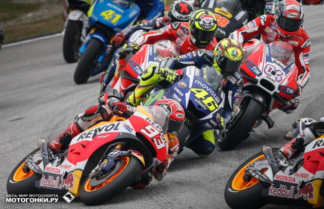 MotoGP 2015 Malaysian GP 17 Round: плотнейший вход во второй поворот Sepang International Circuit - старт гонки