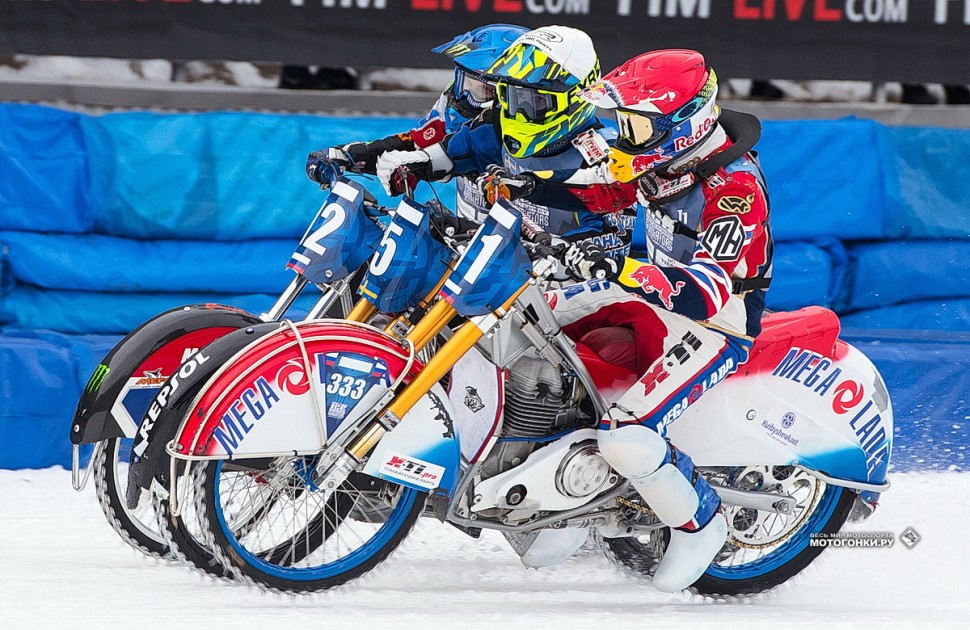 FIM Ice Speedway of Nations 2019 - супер-финал: россияне против Мартина Хаарахилтунена. Фото: Денис Горностаев