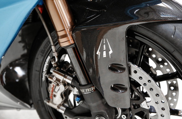 Front-end Lightning LS-218: Ohlins FGR и Brembo GP4