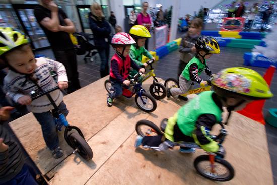 Клуб Беговел при поддержке российской команды DMC Racing регулярно проводит соревнования для самых маленьких: двойная польза