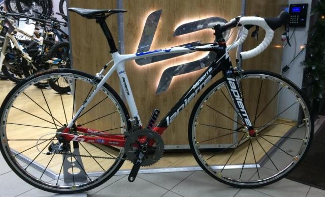 Профессиональный шоссейный велосипед, в данном случае Lapierre Xelius топовой версии