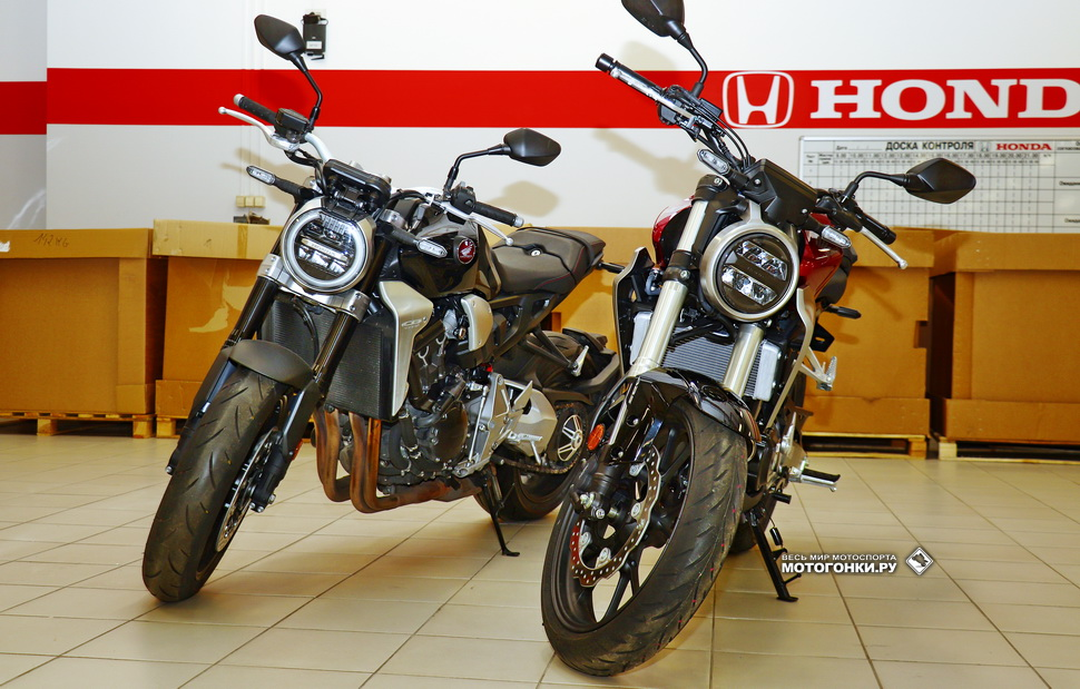 Братья по духу, но не по крови: Honda CB1000R (слева) и CB300R Neo Sports Cafe