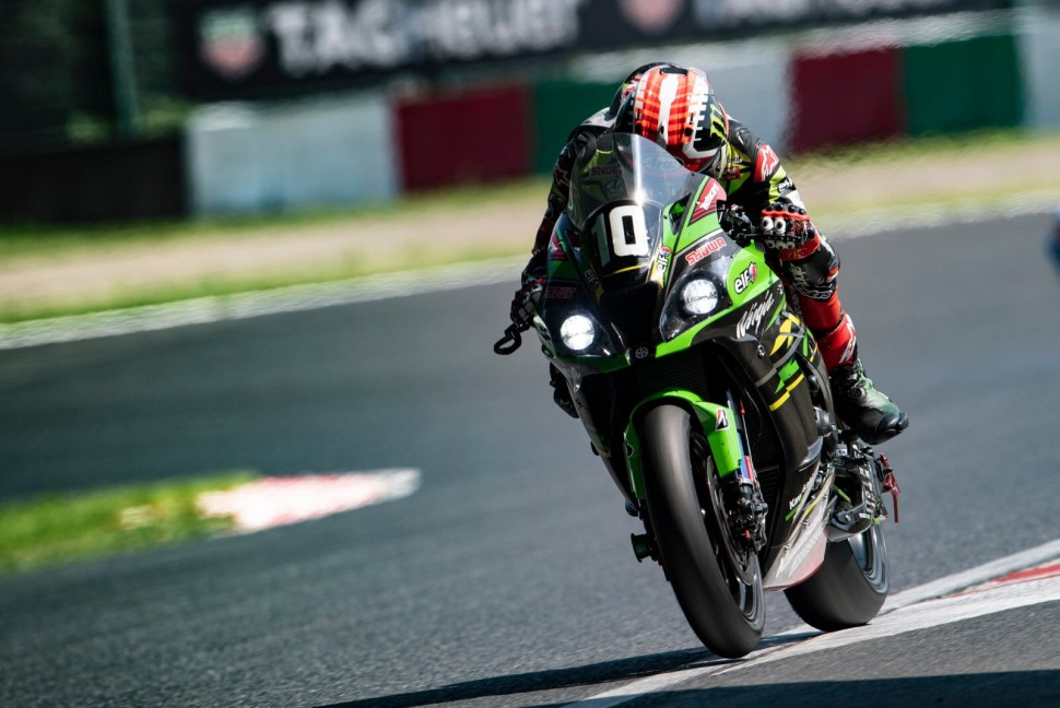 4-кратный чемпион World Superbike Джонатан Рэй на Kawasaki ZX-10RR заводской Kawasaki Racing Team