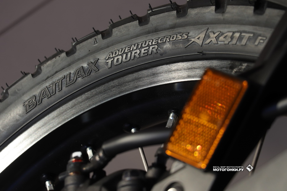Bridgestone BATTLAX Adventurecross TOURER на одном из Honda CRF1100L Adventure Sports