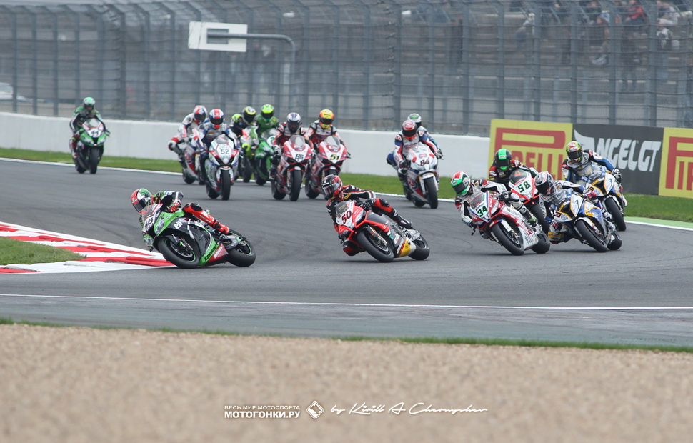 Холодный старт гонки World Superbike на Magny-Cours в 2013 году