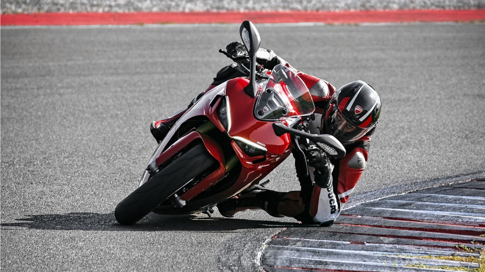 Ducati Supersport 950: похож на V4