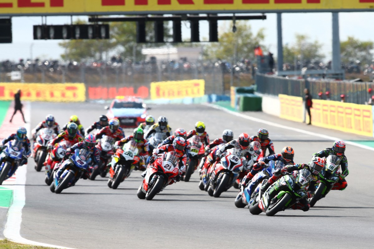 Старт гонки World Superbike