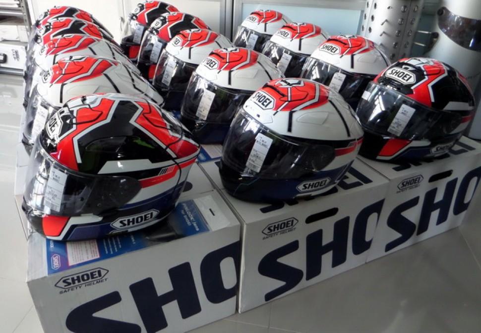 Шлемы SHOEI 2015 года поступили на склад / МОТОГОНКИ.РУ