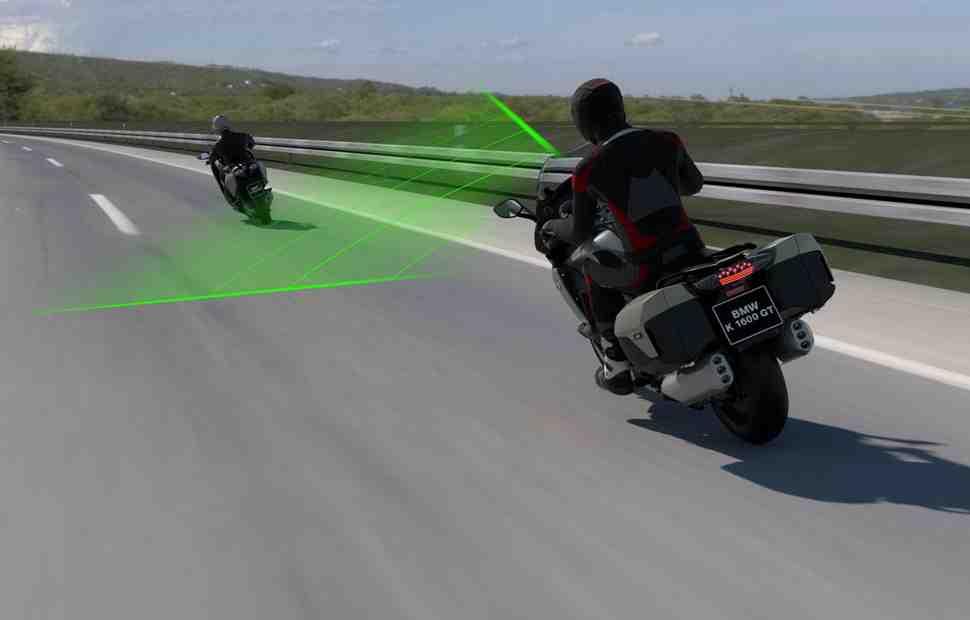 Bosch создала систему адаптивного круиз-контроля для флагманских моделей мотоциклов BMW
