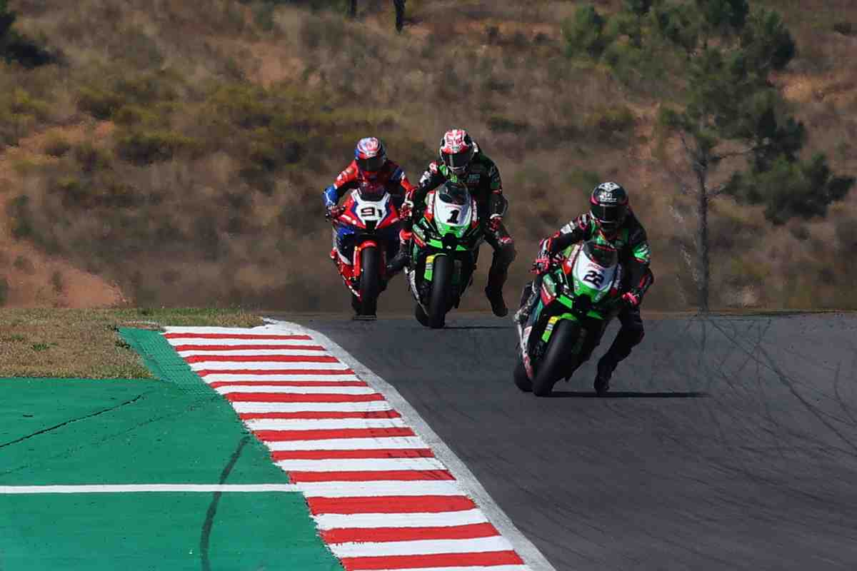 Kawasaki Racing Team ���������� � ������ ���� �������������� ����� WorldSBK