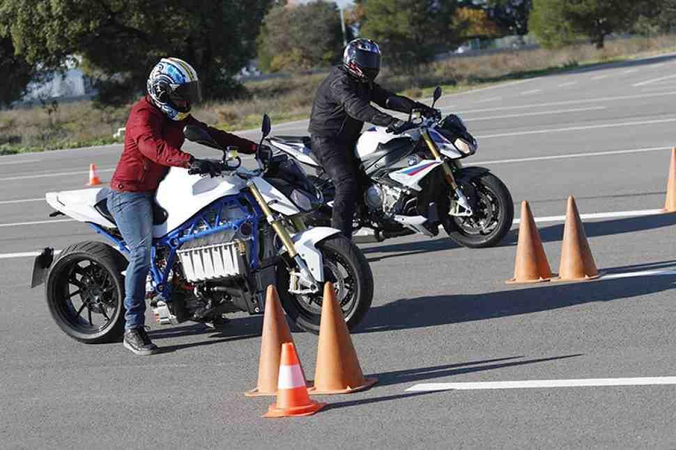 Электрический мотоцикл BMW eRoadster Prototype сравнили с BMW S 1000 R в гонке на 400 м