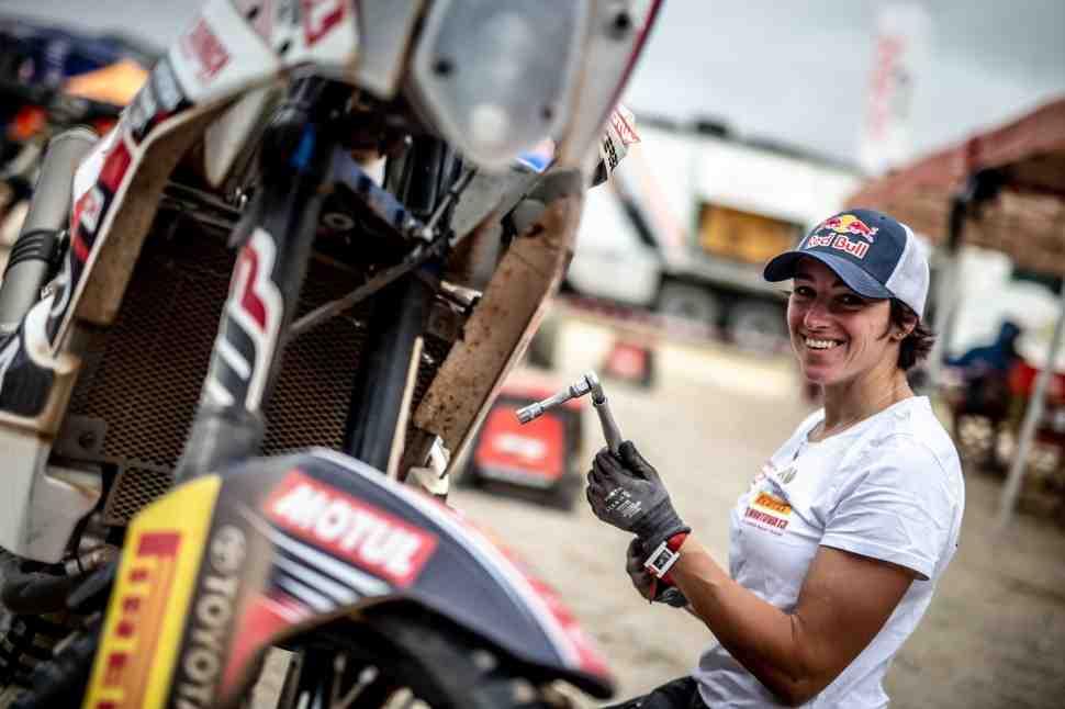 Dakar-2019: Анастасия Нифонтова - как защитить мотоцикл от песка и пудры?
