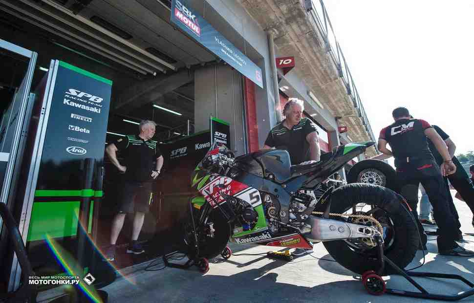 WSBK: Первая гонка в Имоле для Леонова закончилась в гараже