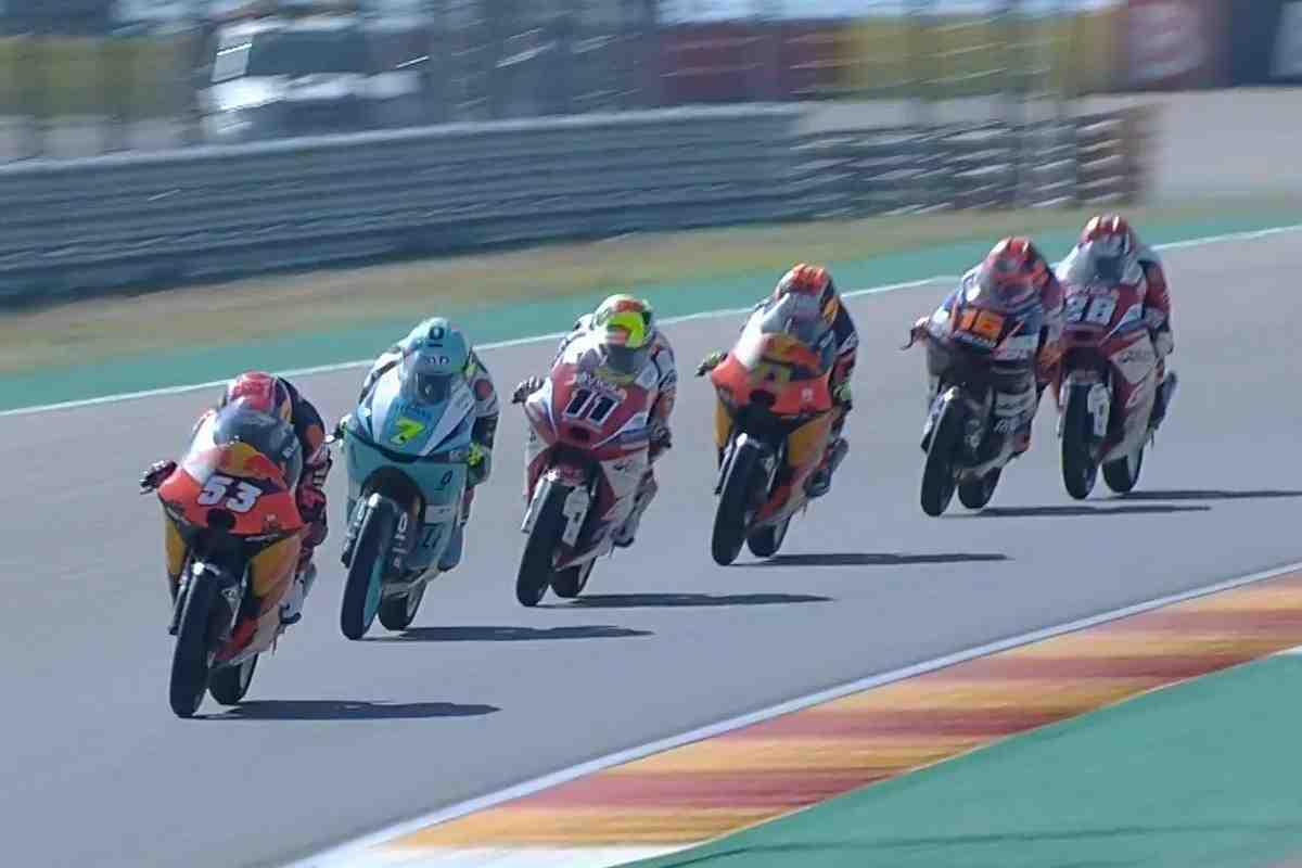 Арагонская драма: Катастрофа для Педро Акосты и Серхио Гарсии, триумф Фоджии в гонке Moto3