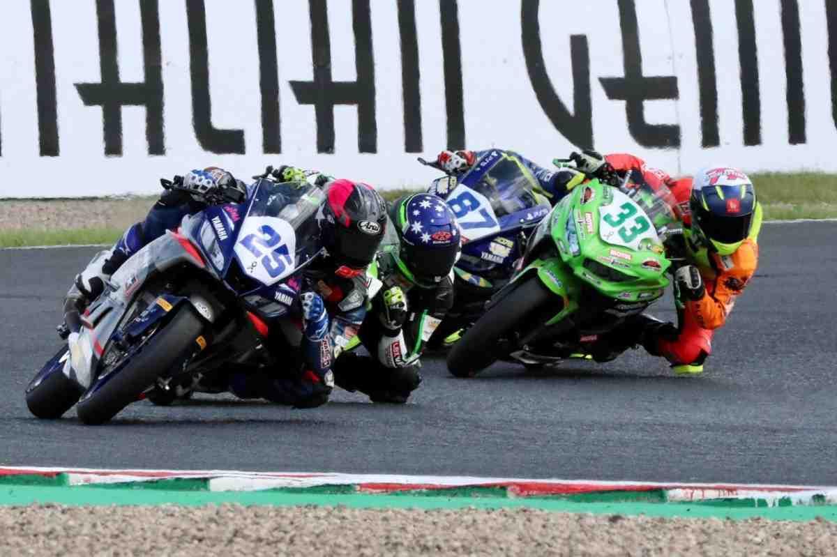 Отношениям Виньялеса с Yamaha в MotoGP - конец: его команда в WorldSBK меняет YZF-R3 на Kawasaki