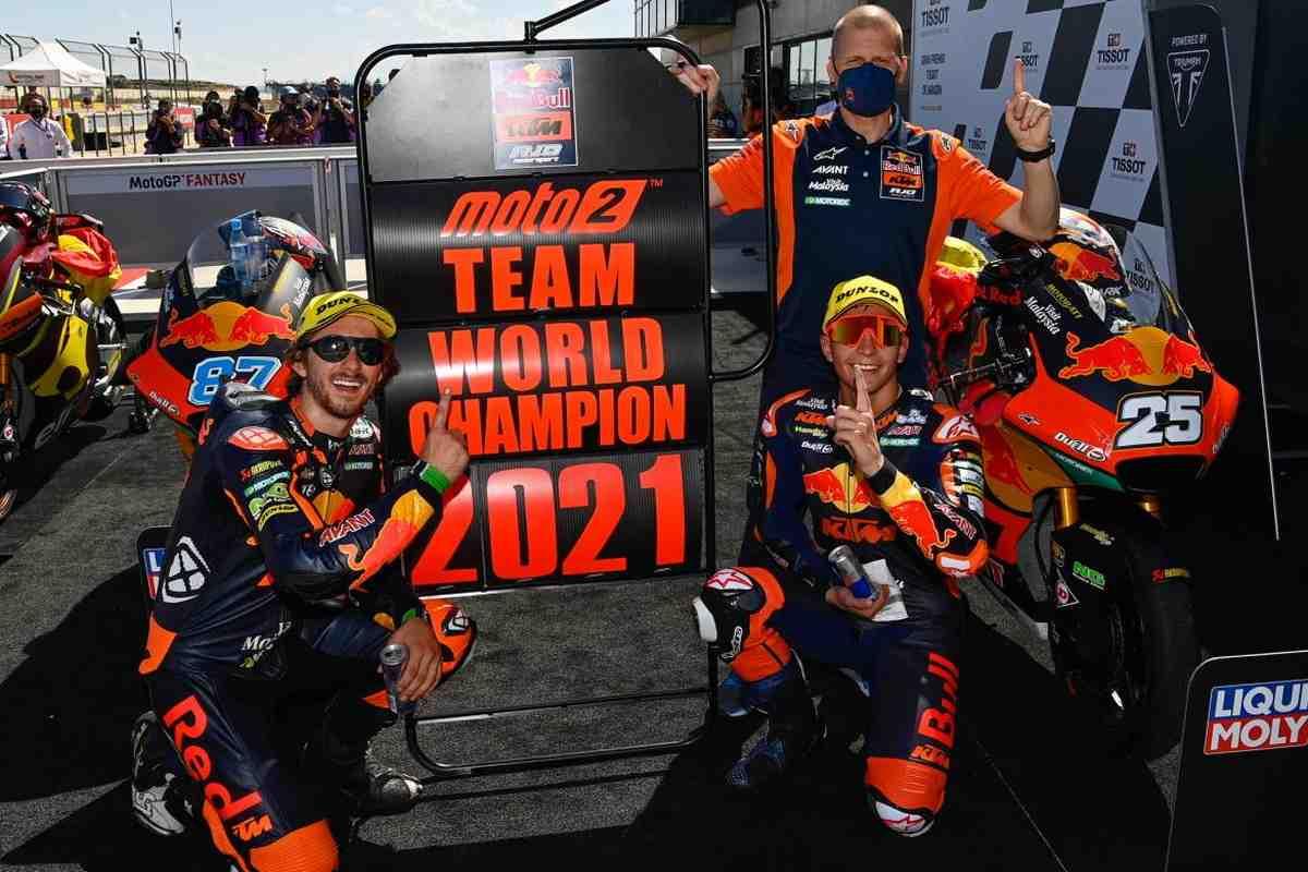 Red Bull Ajo Racing досрочно выиграла командный чемпионат Moto2
