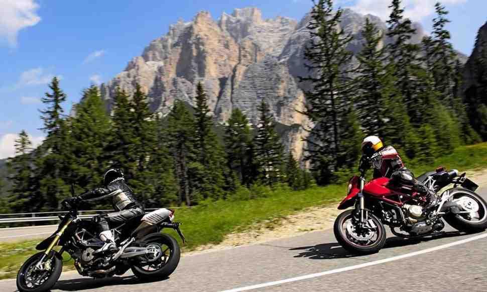 Итальянские власти начали масштабную охоту на громкие мотоциклы в Альпах