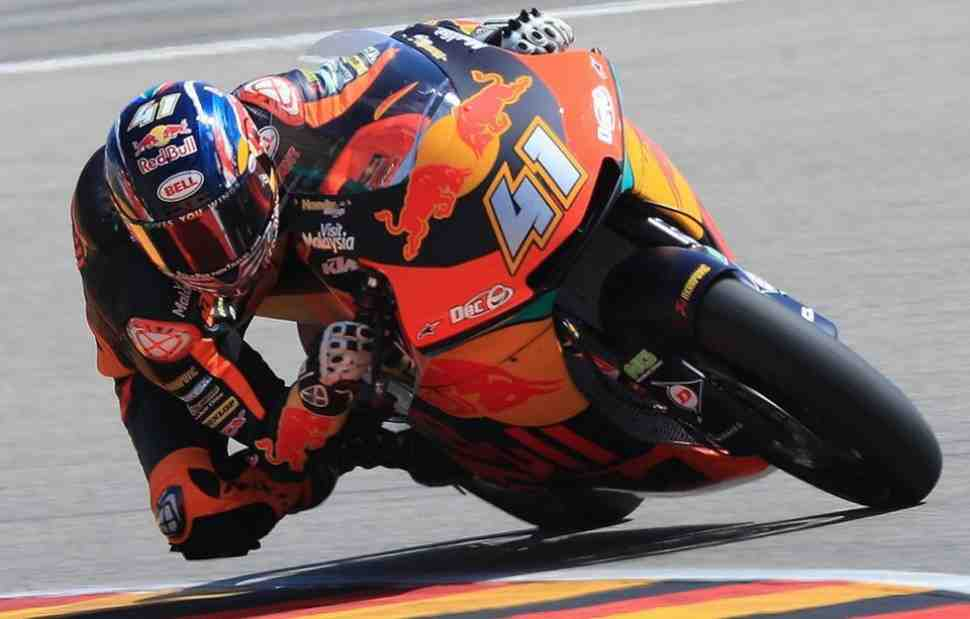 Брад Биндер на KTM взял первую победу в Moto2