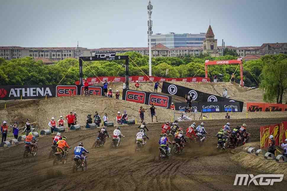 Мотокросс: первые заезды Гран-При Китая MXGP/MX2 - Колденхофф и Прадо