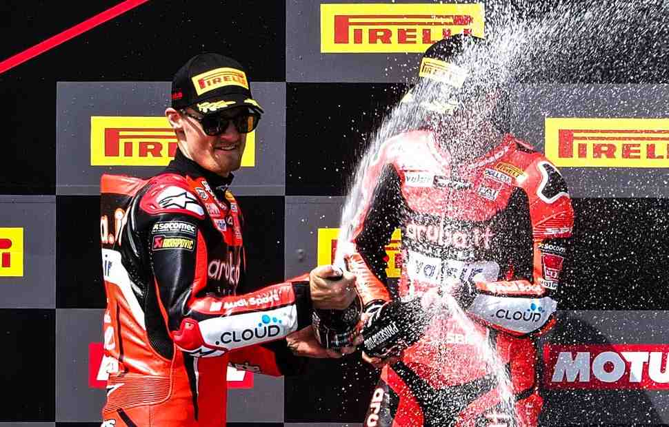 Номер «7» взял седьмую победу в Арагоне: меняет ли это ситуацию в WSBK для Ducati?