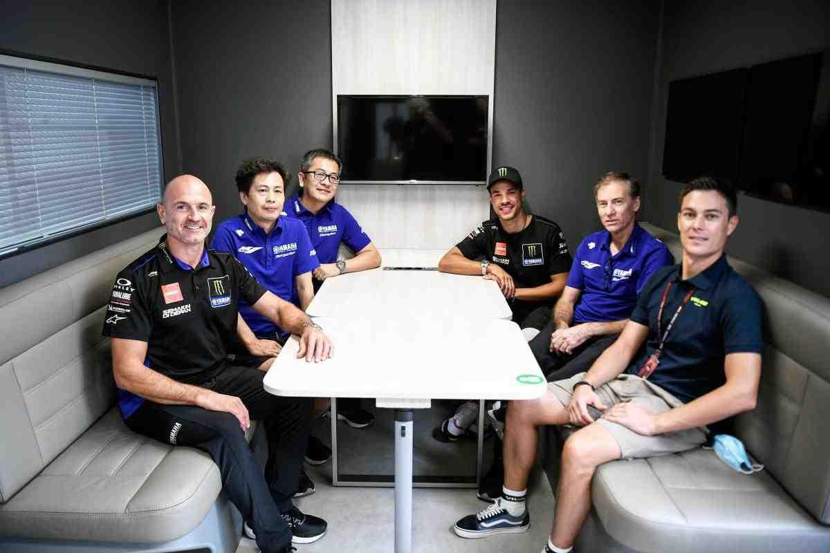 MotoGP - новое начало: Андреа Довициозо и Франко Морбиделли теперь на заводских Yamaha YZR-M1!