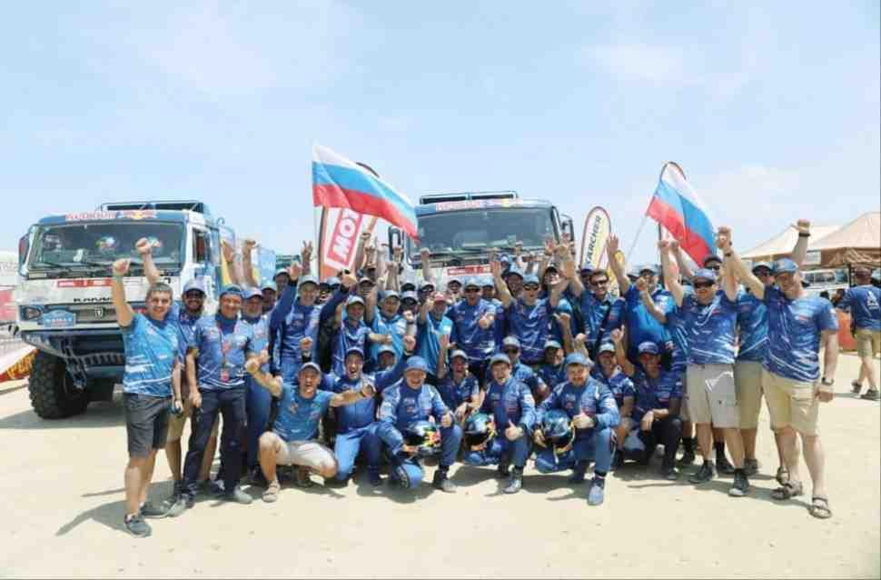 Финиш! Эдуард Николаев и «КАМАЗ-мастер» заняли первые места на ралли Дакар 2019
