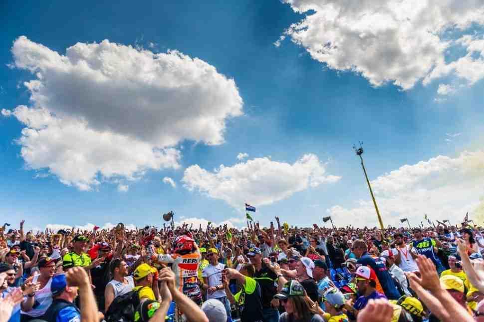 MotoGP: Что означал рывок Маркеса на трибуны после победы в Германии