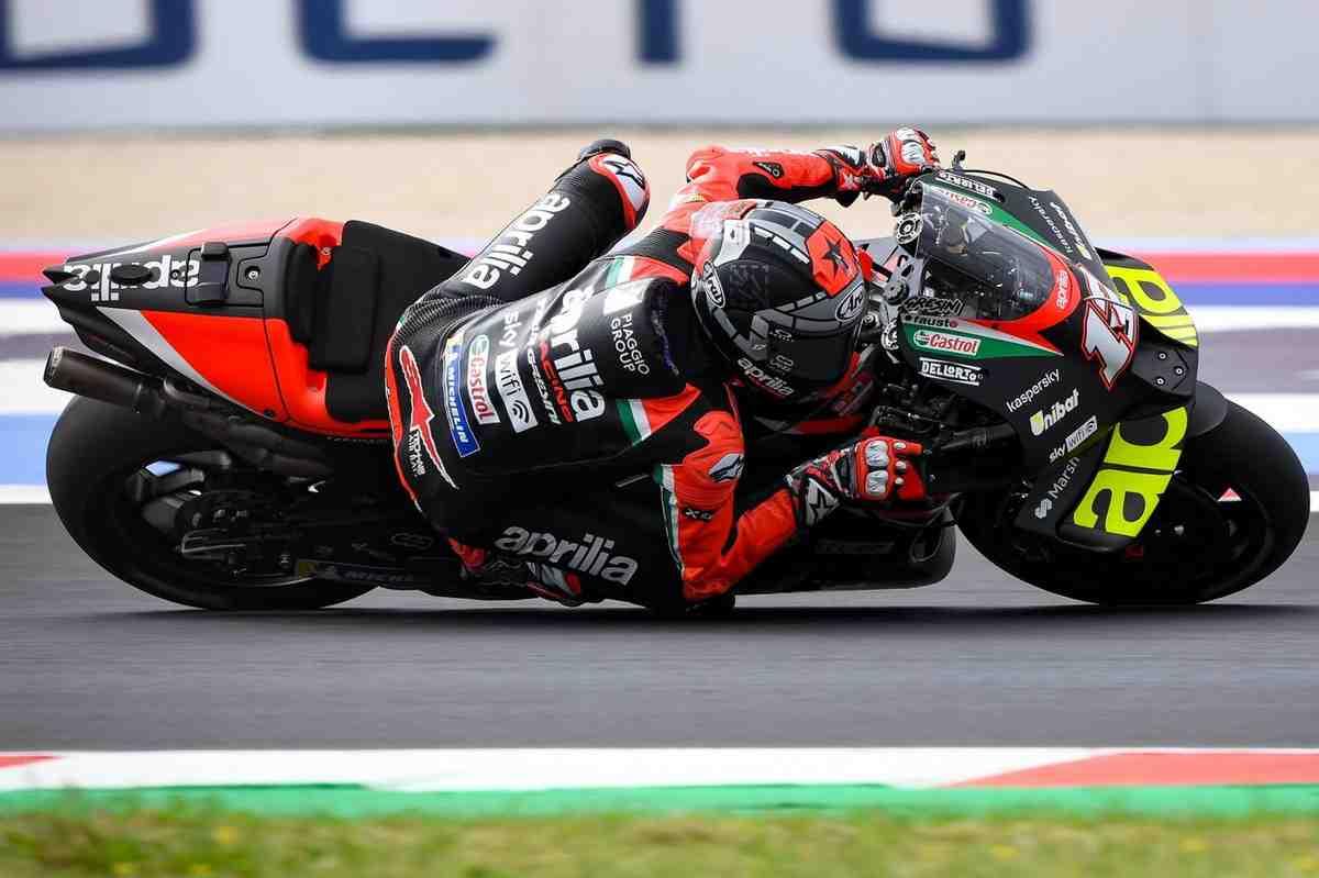 MotoGP: Виньялес возглавил первый день Гран-При Сан-Марино на Aprilia; Ducati лучшие под дождем