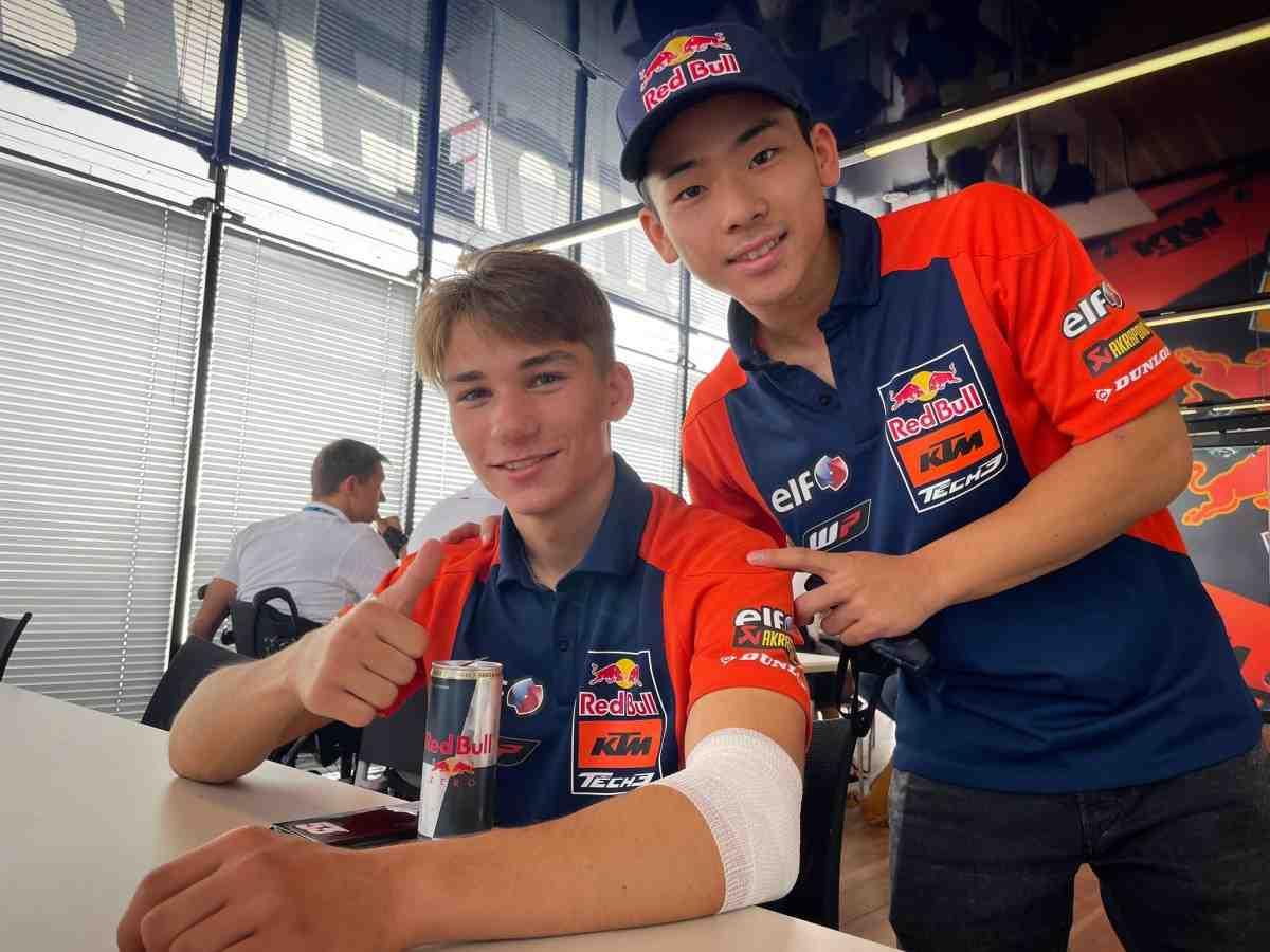 Moto3: Денис Онжу вернулся в паддок Гран-При Сан-Марино после большой аварии на FP3