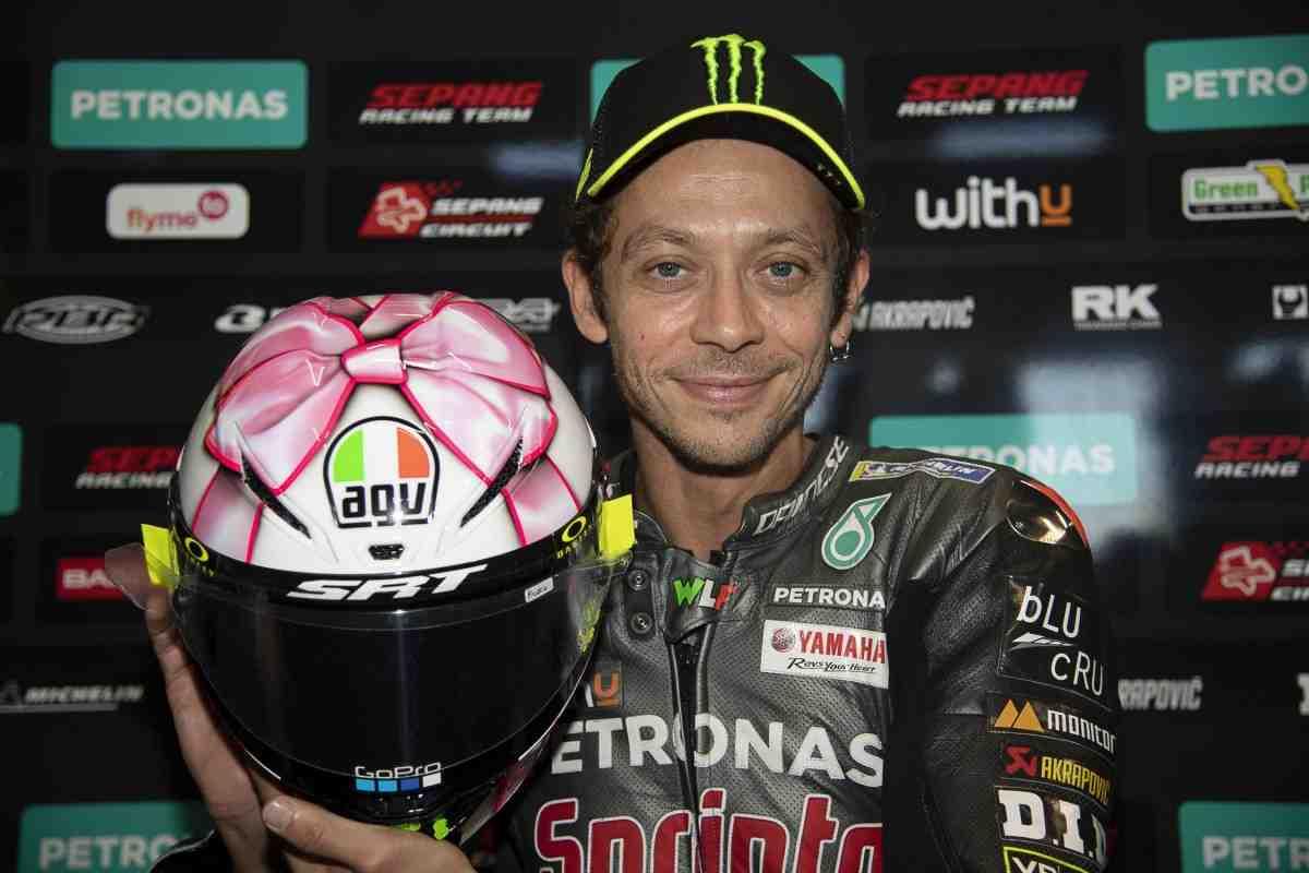 Он вам не подарок: Прощальный домашний шлем Валентино Росси для MotoGP