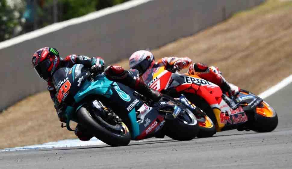 Из гравия - на подиум и обратно: как безумие Маркеса принесло Куартараро первую победу MotoGP
