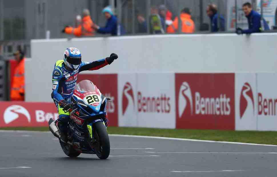 Новая звезда British Superbike - Брадли Рэй взял победный дубль в Donington Park