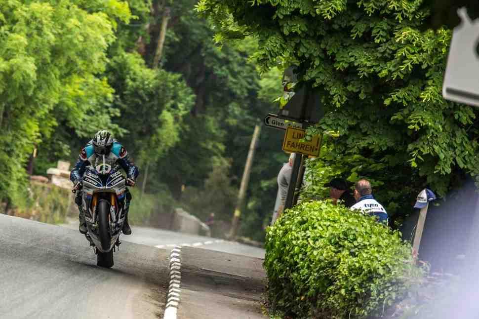 Новый рекорд скорости на круге IOMTT-2018 установлен в гонке Superbike TT
