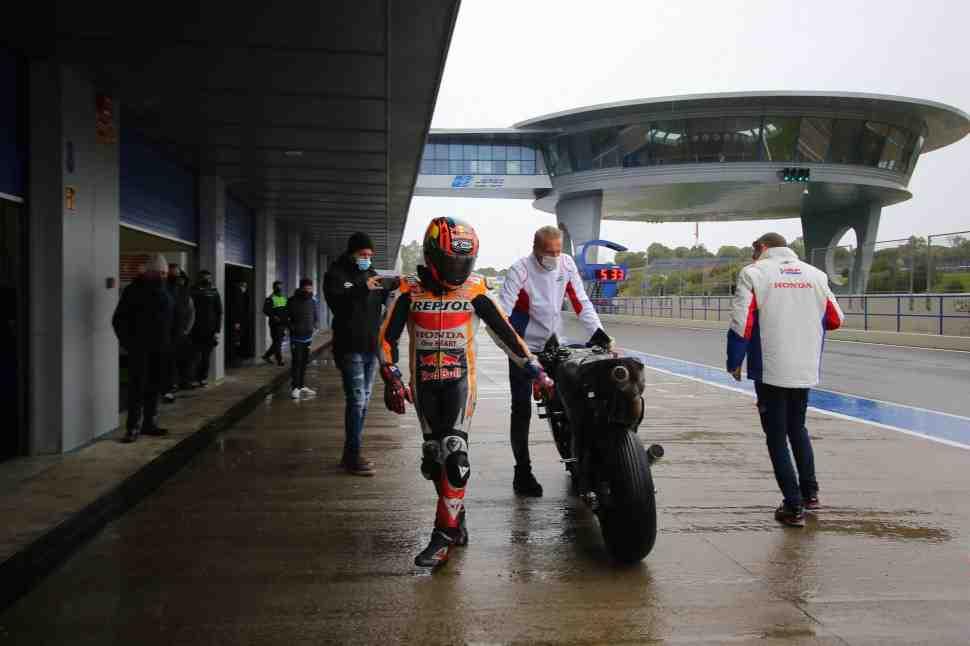 Первый день частных тестов WorldSBK и MotoGP в Хересе смыло дождем