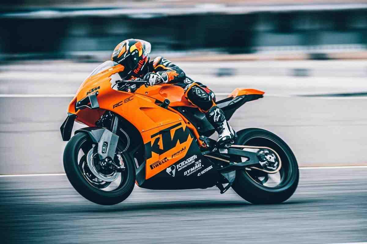 KTM RC 8C: Race Ready ��������� �� ����� Moto2 � ���������� LC8c 890 ���.��.