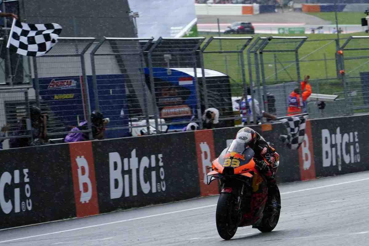 Сколько эмоций! Как переживали последний круг Гран-При Австрии в KTM Factory Racing MotoGP