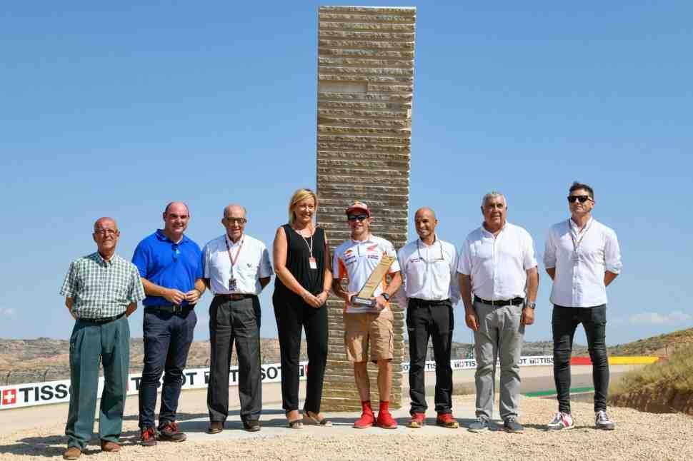 MotoGP: Монумент в честь Марка Маркеса украсил поворот его имени на Motorland Aragon