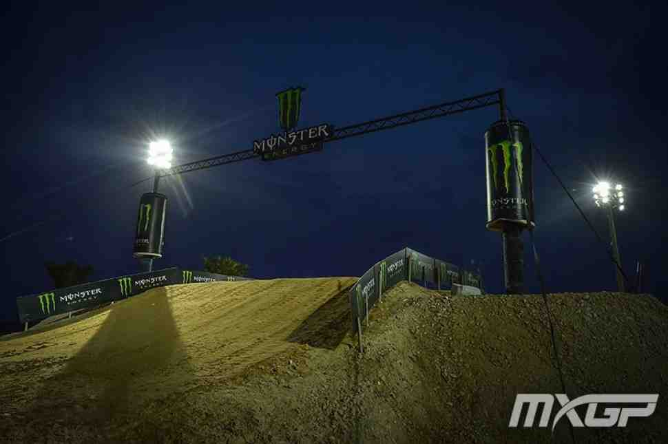 Мотокросс: круг по трассе Гран-При Катара MXGP/MX2 2017 - видео