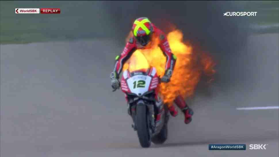 WSBK: Ducati Чави Фореса выгорел дотла из-за проблем с выхлопной системой