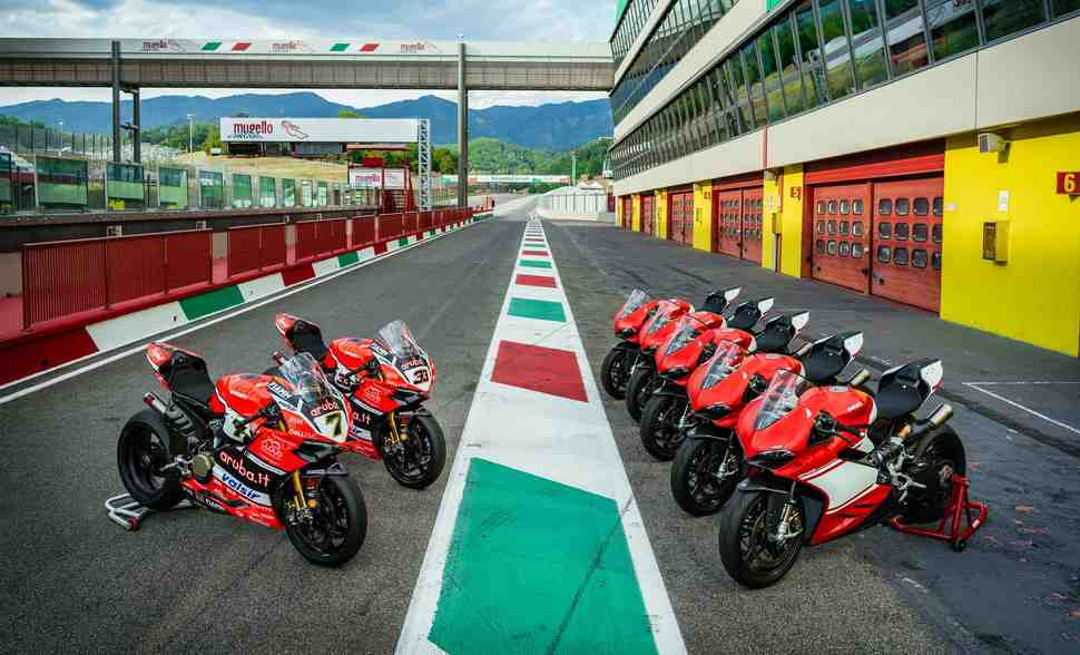 Владельцам Ducati 1299 Superleggera устроили элитный Riding Experience