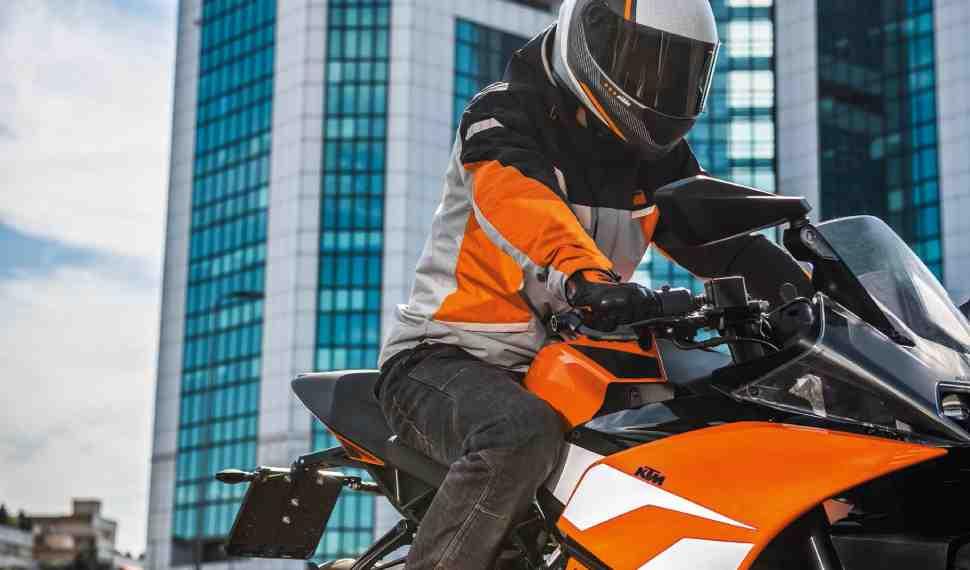 Байк Ленд: Сезонная распродажа мотоэкипировки, аксессуаров и запчастей KTM!