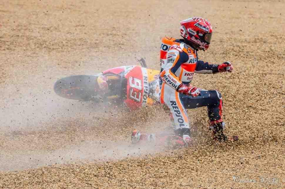 Видео подборка аварий MotoGP/Moto2/Moto3 сезона - нежаркое лето 2017