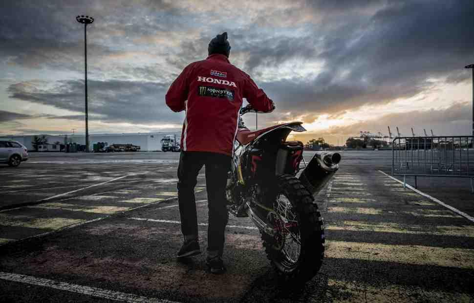 Дакар-2018: У заводской раллийной команды Honda угнали боевой CRF 450 Rally