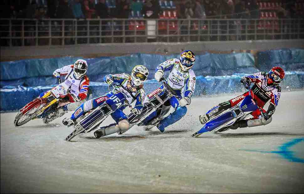 Колтаков и Валеев возглавили чемпионат России по мотогонкам на льду в Тольятти