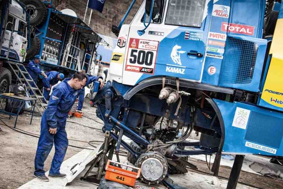 Дакар-2018 - Вызов: КАМАЗ уступил IVECO лидерство после серьезной поломки