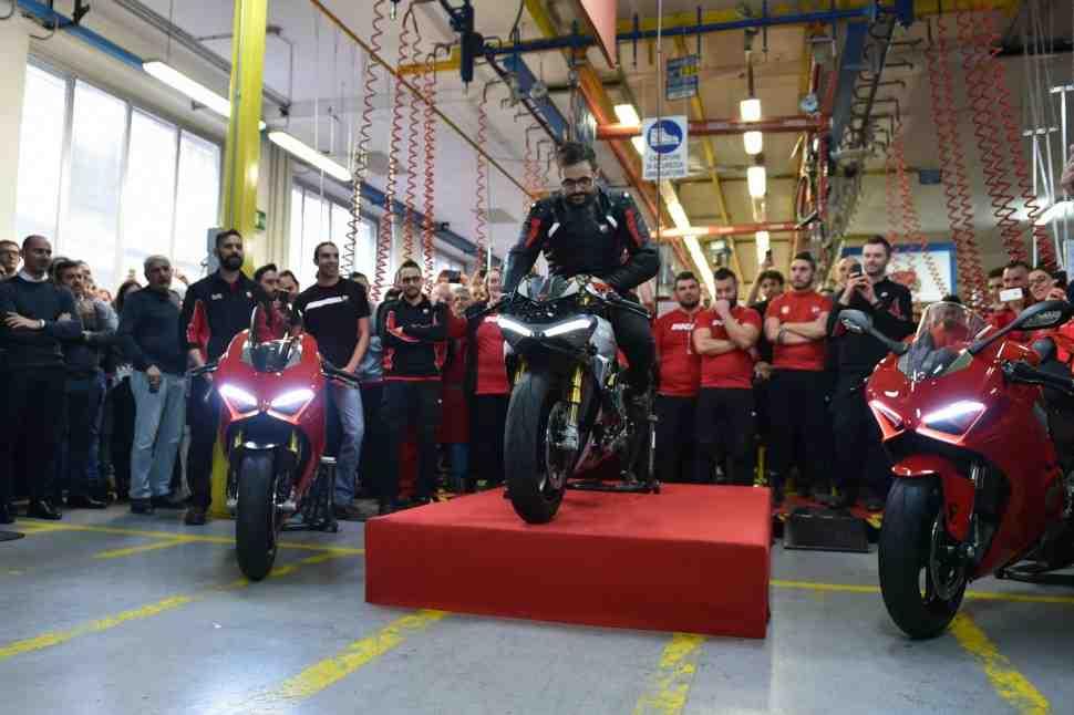 Первые Ducati Panigale V4 поступили в дилерские центры Европы