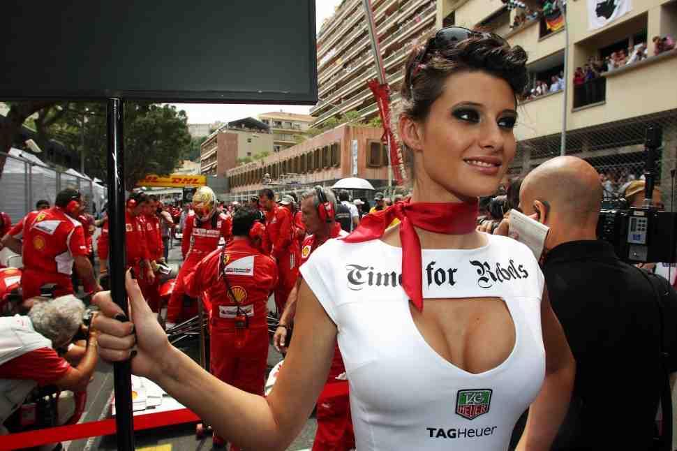 Еще один повод любить MotoGP: Формула-1 отказалась от grid girl